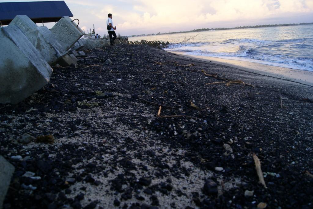 Pantai Lhok Bubon Tercemar Batubara