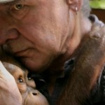 Harrison Ford dengan seekor orangutan dalam serial Years of Living Dangerously | Foto Showtime