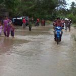 Banjir yang melanda Lhoksukon Aceh Utara, pada Rabu (17/12/2014). Banjir yang terjadi disebabkan oleh jebolnya tanggul sepanjang tujuh meter dan hujan deras yang mengguyur selama satu hari satu malam | Foto: Chairul Sya'ban