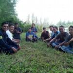 Anggota relawan konservasi sedang berdiskusi di alam terbuka   Foto: ist