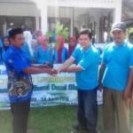 Serah terima bibit pohon dari Wakil Dekan III FT USM, Ir. T. Muhammad Zulfikar, MP kepada Keuchik Desa Lambaro Neujid