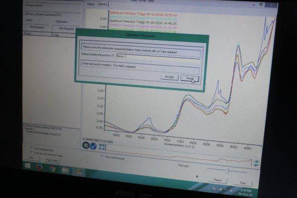 Pembacaan hasil deteksi NIRS pada komputer | Foto: Dr. Hesti Meilina